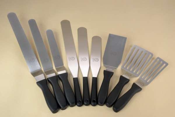 Kenőkés hajlított rm acél műanyag nyéllel 20,3cm (AVR0717)